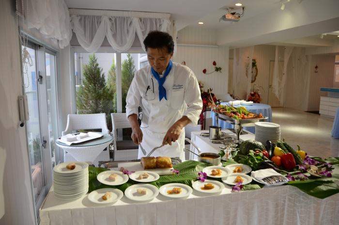 餐厅准备的食材新鲜,厨师现场料理让人食欲大增。
