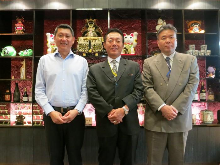 左起为蘋果旅遊集团董事经理拿督斯里李益辉太平绅士、马来西亚日本大使馆领事部长-矢田重信、一等书记兼领事-吉川精一。