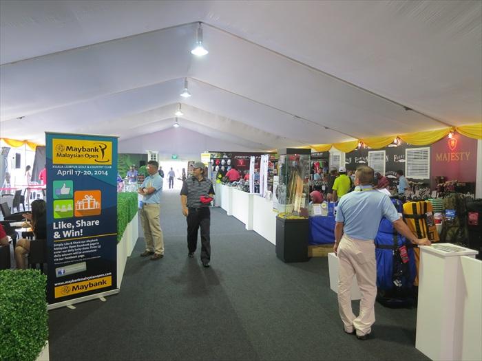 多加运动和高尔夫球相关的商家都在此设展摊。