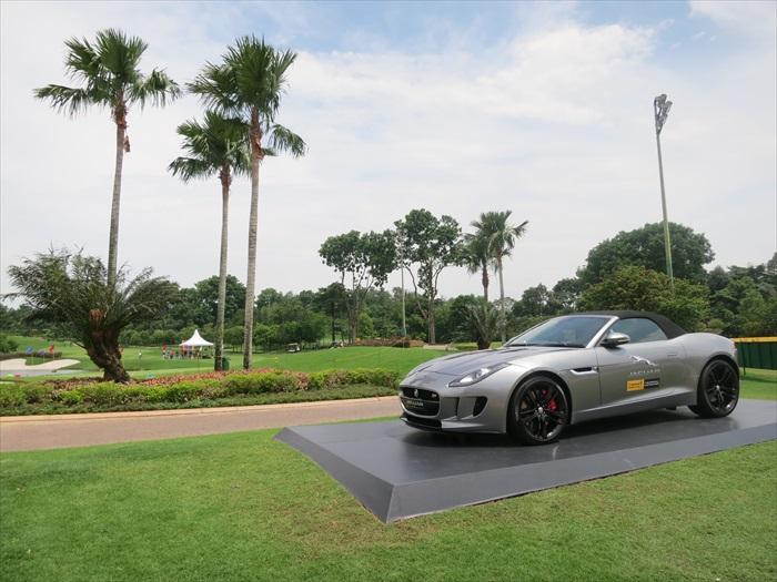 Jaguar作为赞助商之一,总不能不在现场展示其高级跑车。
