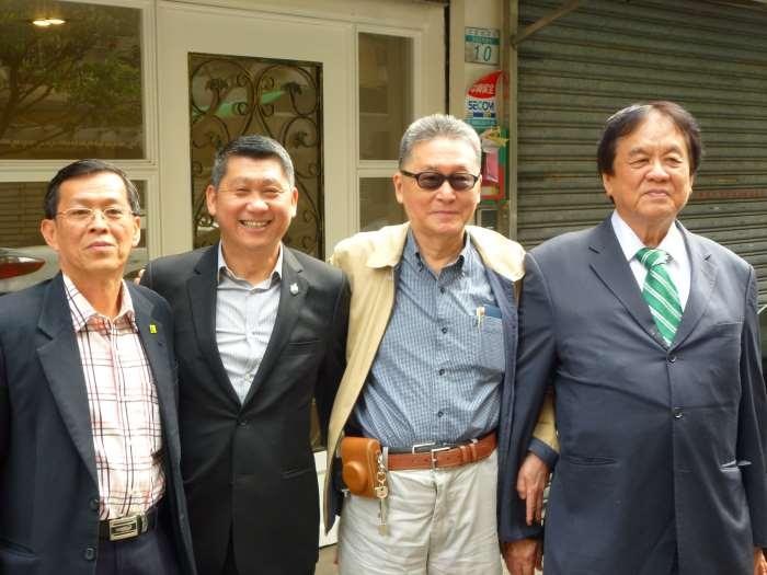 右起:世界华文媒体集团 兼 明报企业集团执行主席 丹斯里拿督张晓卿爵士、李敖、李桑、蔡天佑。