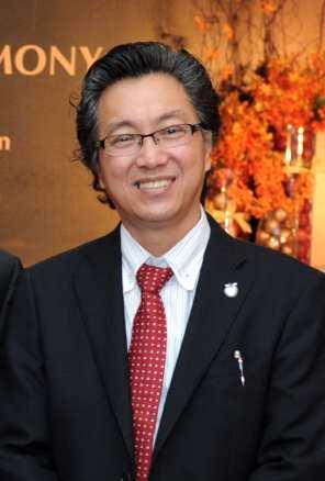 蘋果旅游集团副董事经理拿督斯里许育兴(许桑)