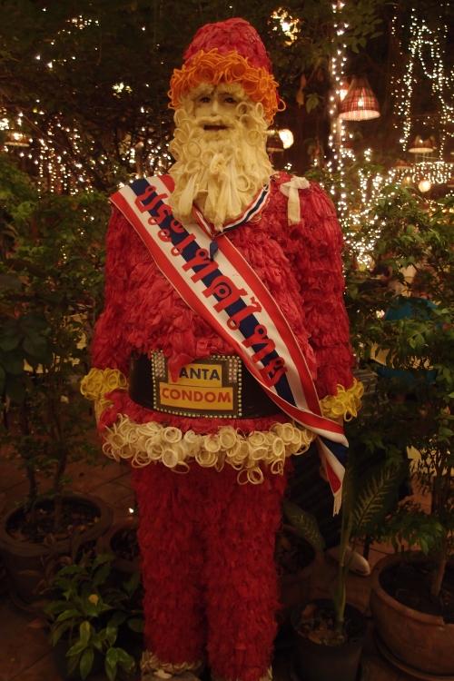 """圣诞老人也成了很有""""安全感""""的一份子。"""