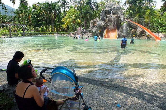 双溪克拉温泉休闲公园适合亲朋好友嬉水共乐。