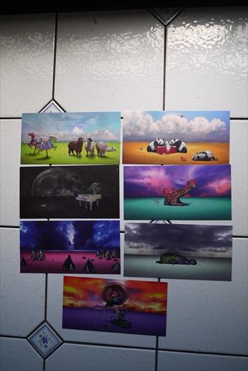 在Bb Art展示的不仅是艺术品,还有售卖美丽的明信片。