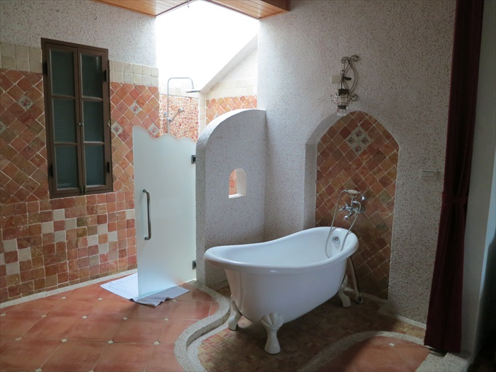托斯卡尼套房内的浴室。