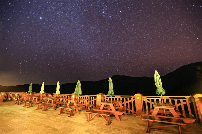夜晚则变成了观星的舞台。