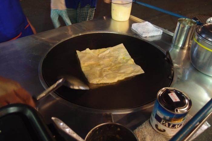 它是泰国很普遍的路边摊小吃之一...