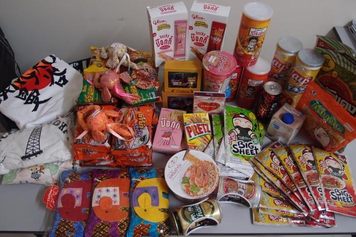 买了很多,吃了很多,作为一个买货+吃货形象的人来说,任务成功~!