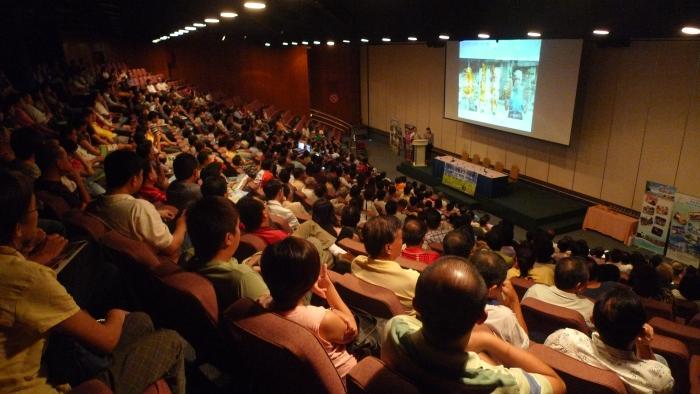 2010年第二届的吉隆坡站马华视听室,当时现场人潮满满。