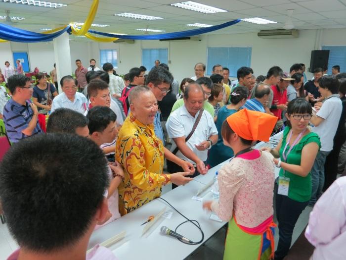 于吉隆坡站一样,分享会结束后,意犹未尽的民众还留下来和主讲人聊天、分享心得。