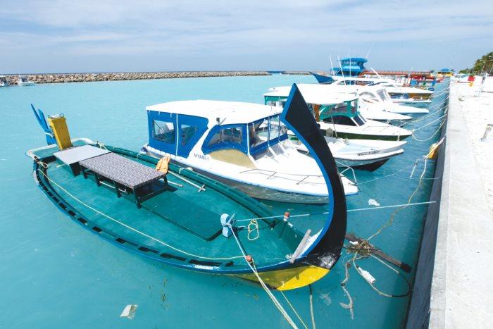 马尔代夫独有的一种小舟,专门接送蜜月情侣。