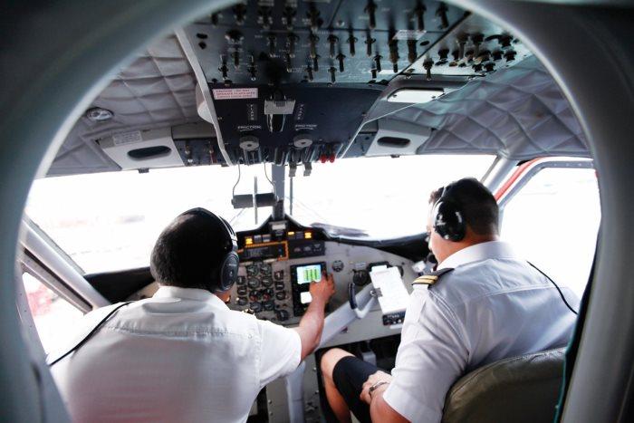 水上飞机的驾驶舱。