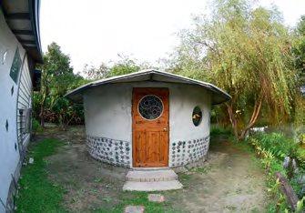 造型可爱的蒙古包报纸屋。