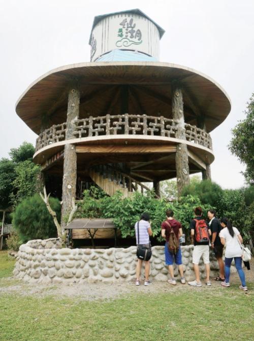 可以登高望远的仙湖望仙台。