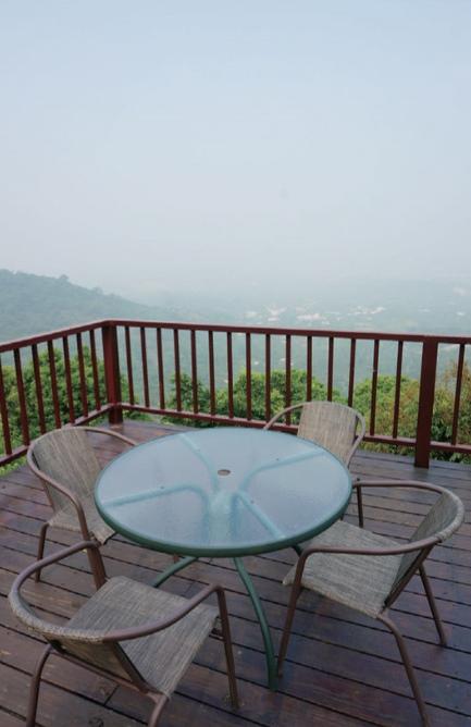 仙湖的位置居高临下,山下景色一览无遗。
