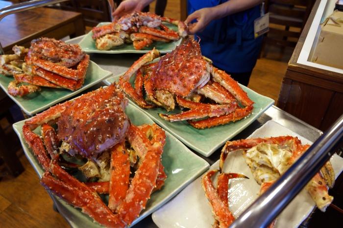 螃蟹上桌瞬间,总会听见食客为此欢呼!