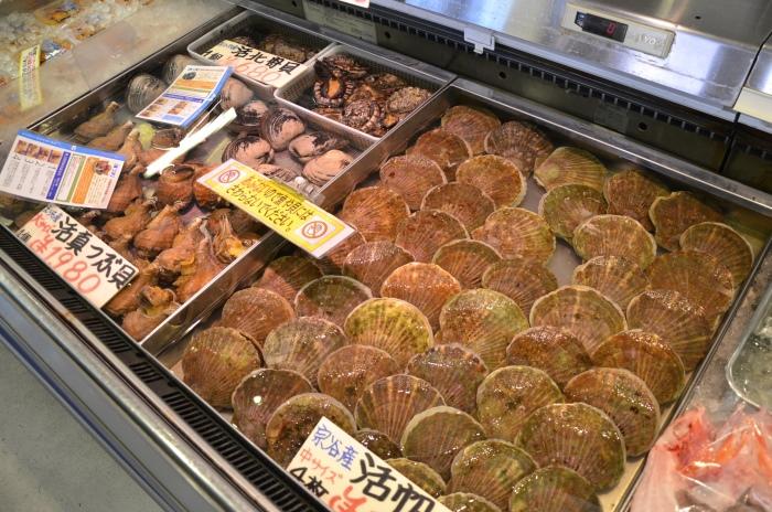 海鲜的种类不少,且在品质和体形上分类十分清楚。