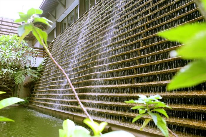 这座雄伟的水墙产生的负离子,瞬间让人精神饱满心情愉快。