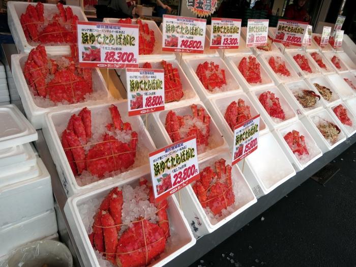 不止国外游客,日本人本身也非常喜欢北海道海鲜,因此不少海鲜店也附有宅急便服务。