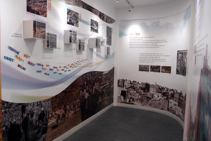 照片呈现出甘川文化村演变的历史