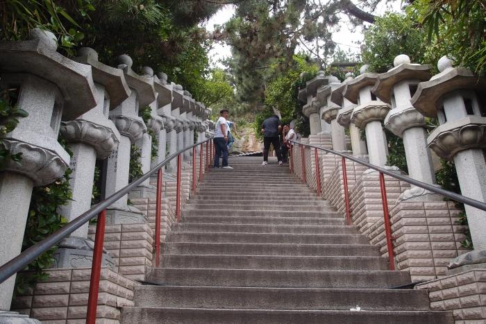 据说有108层的阶梯...