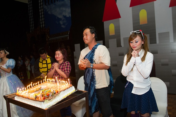 寿星还有蛋糕咧,如此贴心的安排哪里找?