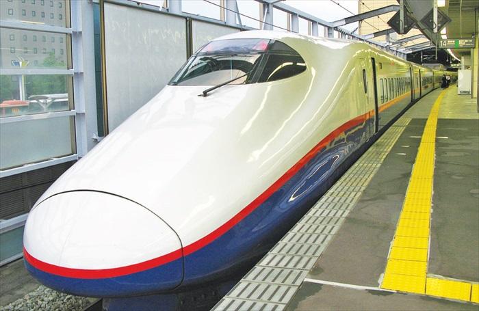 长野新干线,只需要一个多小时就能从东京抵达轻井泽。