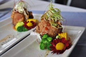 胜洋水草餐厅创意料理之田香猪脚,水草装饰精致得让我不捨得吃。