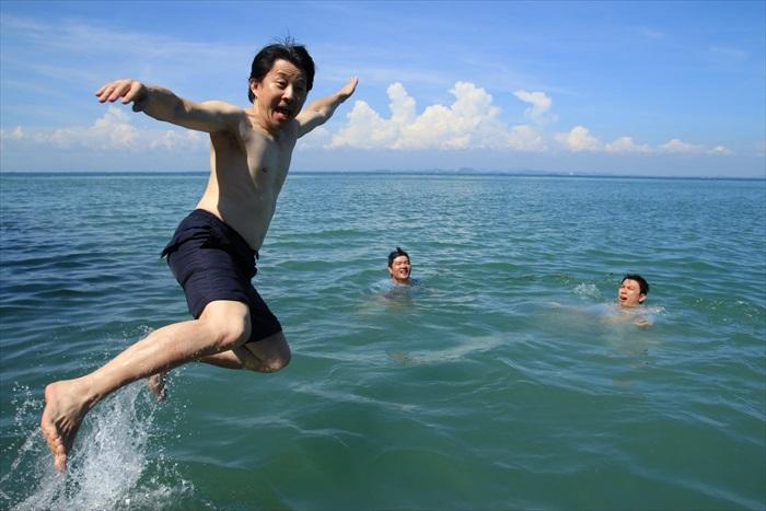跳进海里的感觉——爽啊!