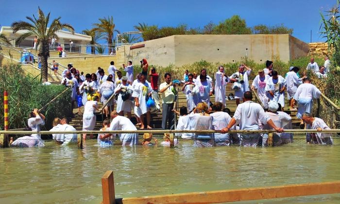 约旦河是耶稣和许多圣贤施行浸礼的一条圣河。