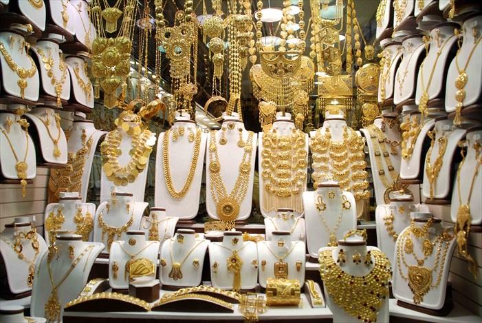 精细的雕工,让喜欢或不喜欢黄金的人,都会驻足看看。