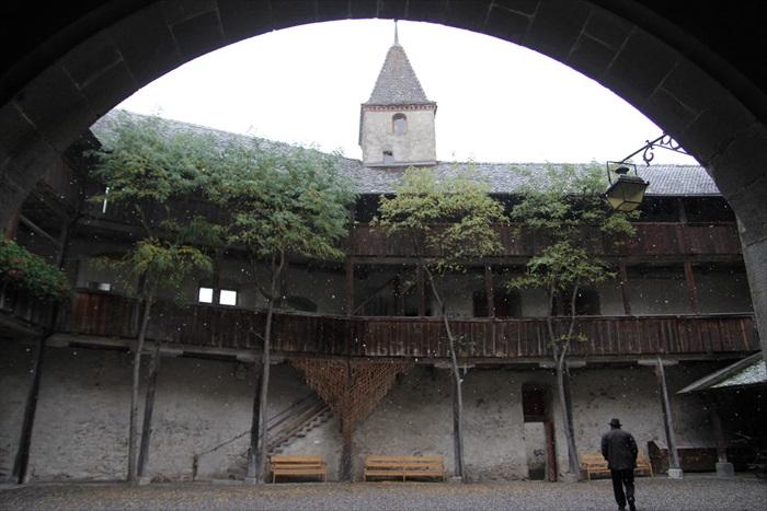 古堡的内部。