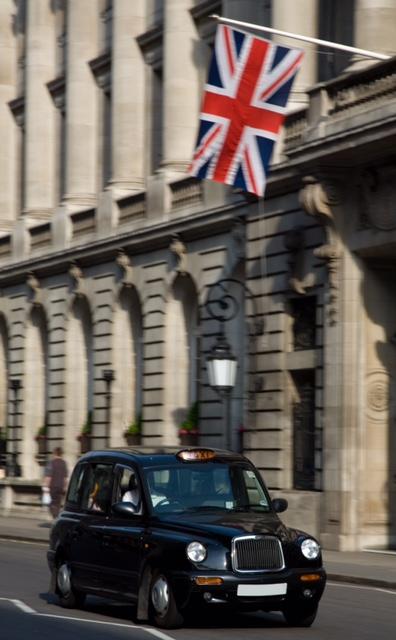 """伦敦德士,讲究外形的美感以外,更不忽略德士司机的态度;司机还得上""""伦敦市历史与地理""""常识课!"""
