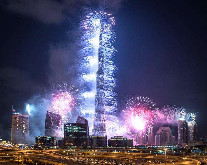 作为建筑界最高峰,当然也要来个绽放异彩的时刻!