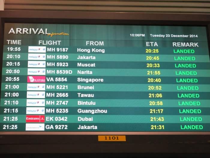 班机在21:55着陆。