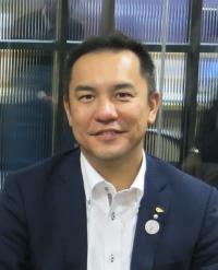 三重县知事 铃木 英敬(Eikei Suzuki, Governor of Mie Prefecture),是日本最年轻的知事之一。