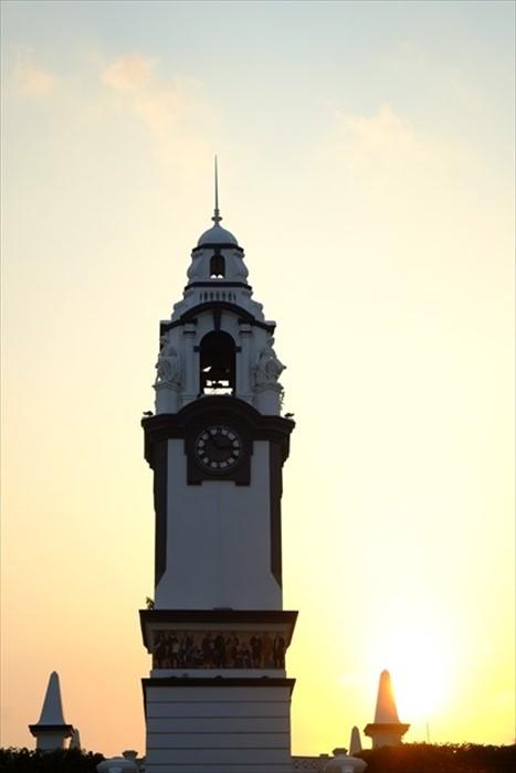 黄昏下的钟楼