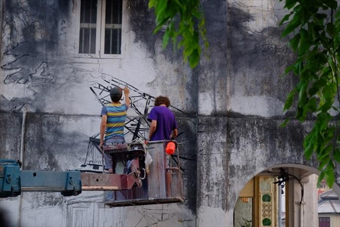 遇上壁画艺术家恩纳斯创作