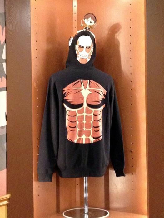 巨人迷应该无法抗拒这件衣服。