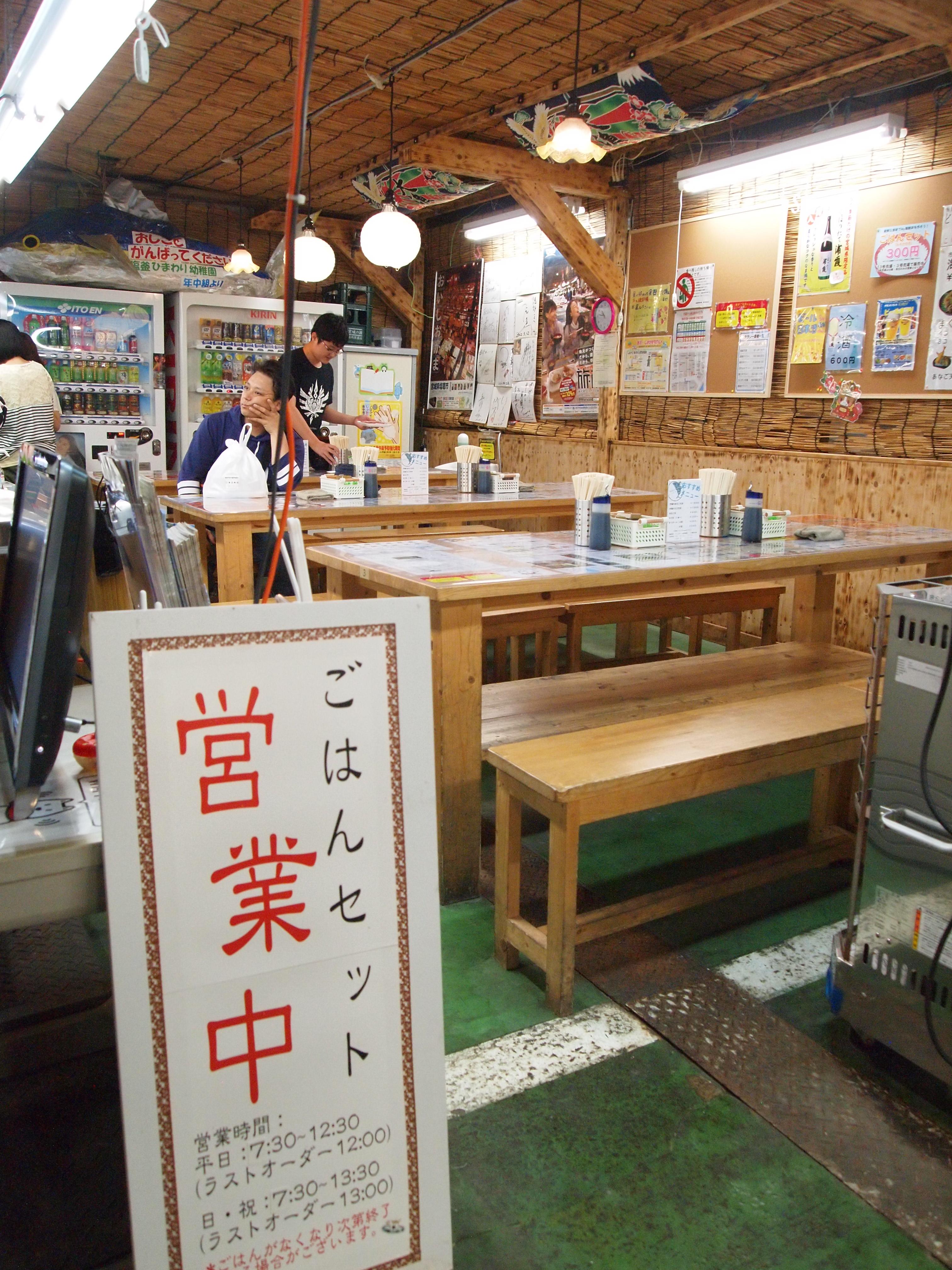 在现场以批发价选择自己喜欢的海产后,就可以带来这里做成自己喜爱的海鲜井吃。