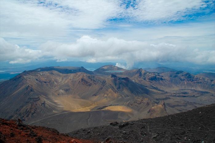 欲穷千里目,更上一层楼。站在末日火山口暸望美景,之前的辛苦和害怕,已经一扫而空。