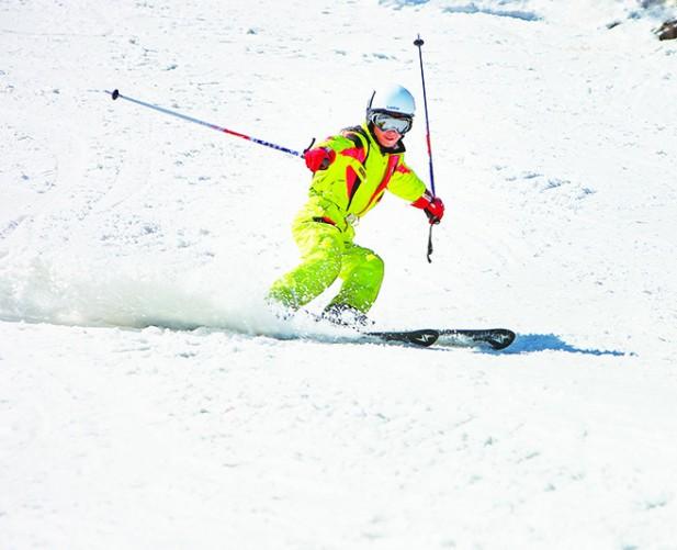 西岭雪山的滑雪场雪质上优,工作人员每天都会进行整理,非常适合滑雪。