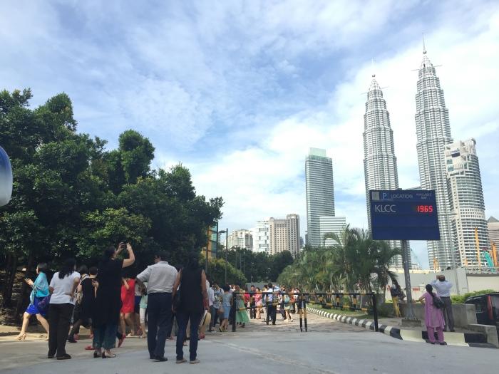 2015年,希望给游客建个安全与合适的拍吉隆坡双峰塔之台阶。