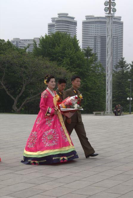 朝鲜新人都会来这里鞠躬,拍照留念哦。