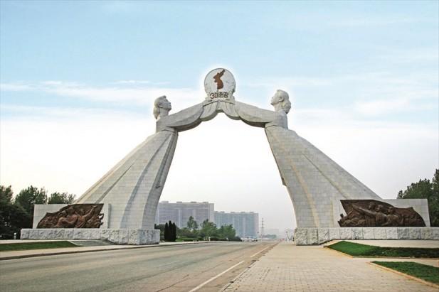 祖国统一三大宪章纪念塔,是平壤其中一标志性建筑。
