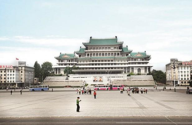 金日成广场是朝鲜举行庆典、集会、政治文化活动、阅兵仪式的场所。