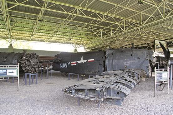 露天武器展既方便参观,又能够彰显朝鲜军队战绩。