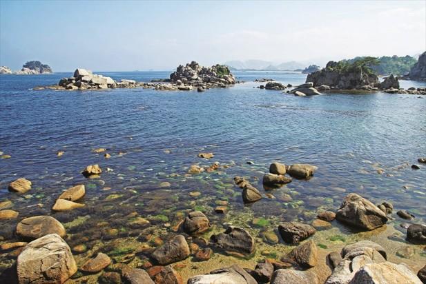 海金刚以美丽的湖泊和海岸景色为特征。