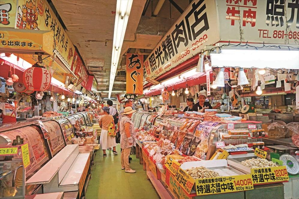 除了海鲜以外,第一牧志公社也卖肉类及农产品。